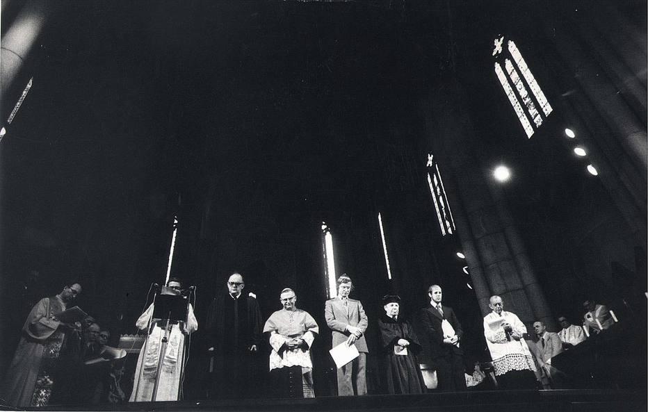 Brasil, São Paulo, SP, 31/10/1975. ESPECIAL 50  ANOS DO GOLPE DE 1964 / Missa de Vladimir Herzog na Catedral da Sé, em São Paulo. - Entre os presentes, celebrantes, Dom Paulo Evaristo Arns, Dom Helder Camara, Cardeal Arbebispo de Recife e Olinda e o rabino Henri Sobel Crédito:ARQUIVO/ESTADÃO CONTEÚDO/AE/Codigo imagem:20157