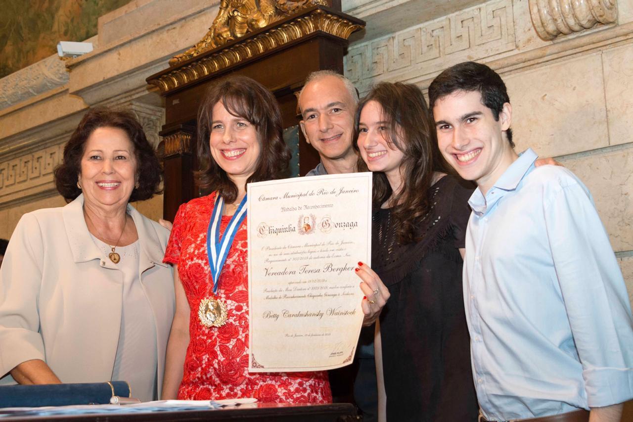 Betty Wainstock e Idalina Gonçalves são homenageadas pela vereadora Teresa Bergher