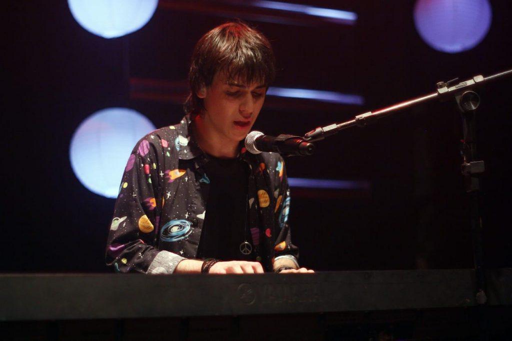 Cantor Dani completa 18 anos e comemora com show